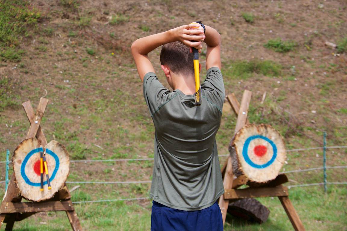 Summer camps – axe throwing